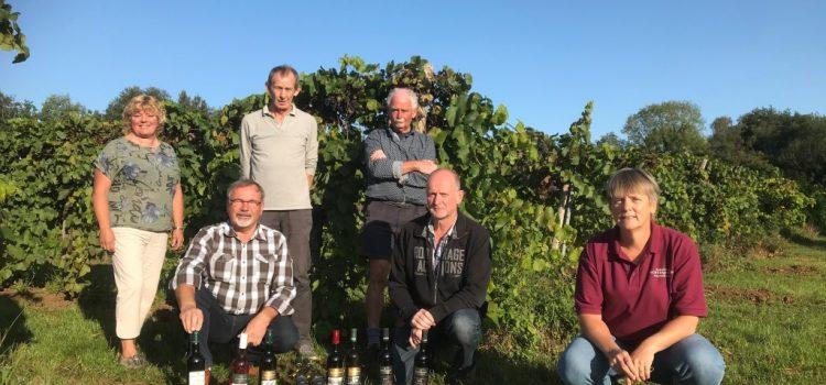 zes samenwerkende boeren van het Coöperatief Verenigde Achterhoekse Wijnbouwers